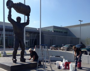 BRANTFORD, ONTARIO - OCTOBER 1, 2013: Volunteers helped to clean blue paint off of the Wayne Gretzky statue at the Wayne Gretzky Sport Centre. (Photo by Taylor Berzins)