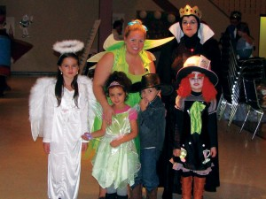 From left to right: Rachel, Natalie, Owen, Avah. Back row, left to right: Ellysia Devries and her sister Linda Hastings.